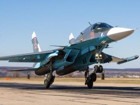 ユニークな並列座席、ロシアが誇る戦闘爆撃機スホイ34とは
