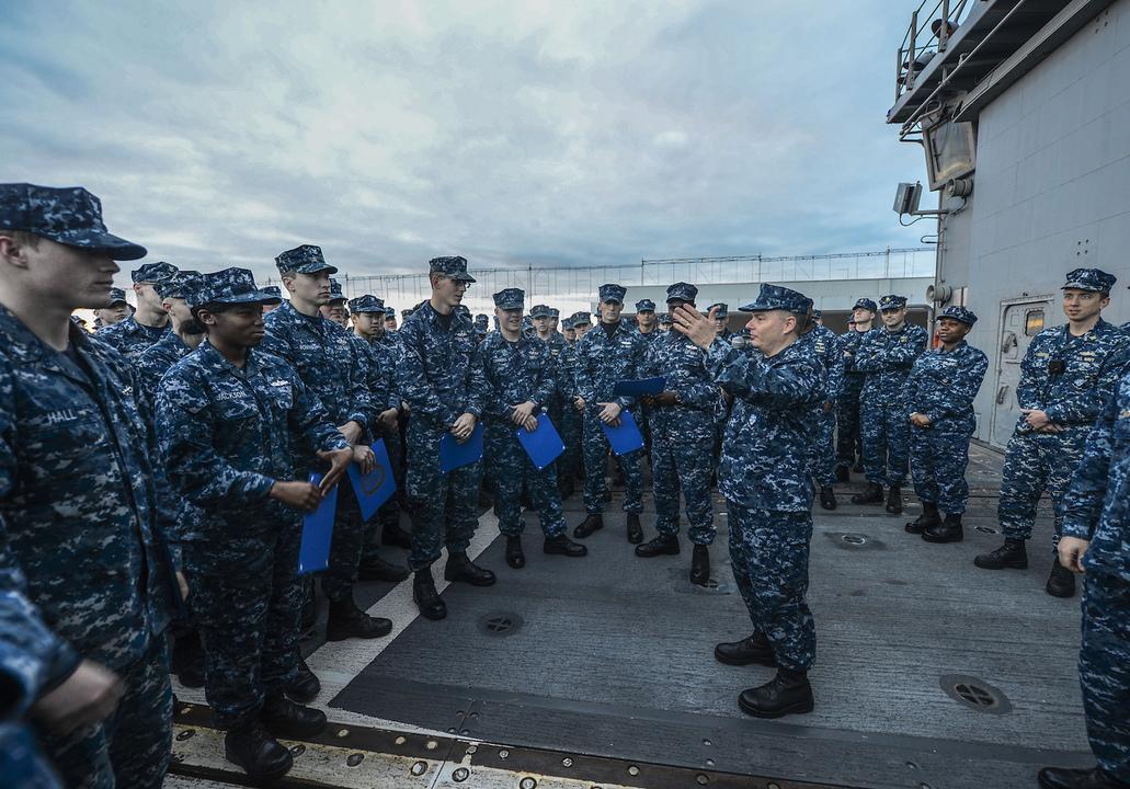 ミサイル巡洋艦モンテレーの乗員