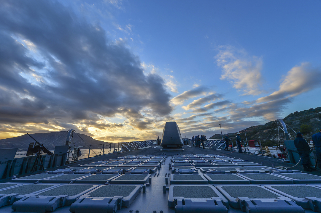 甲板に並ぶ発射管