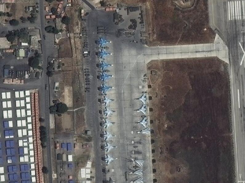 フメイミム空軍基地の衛星写真