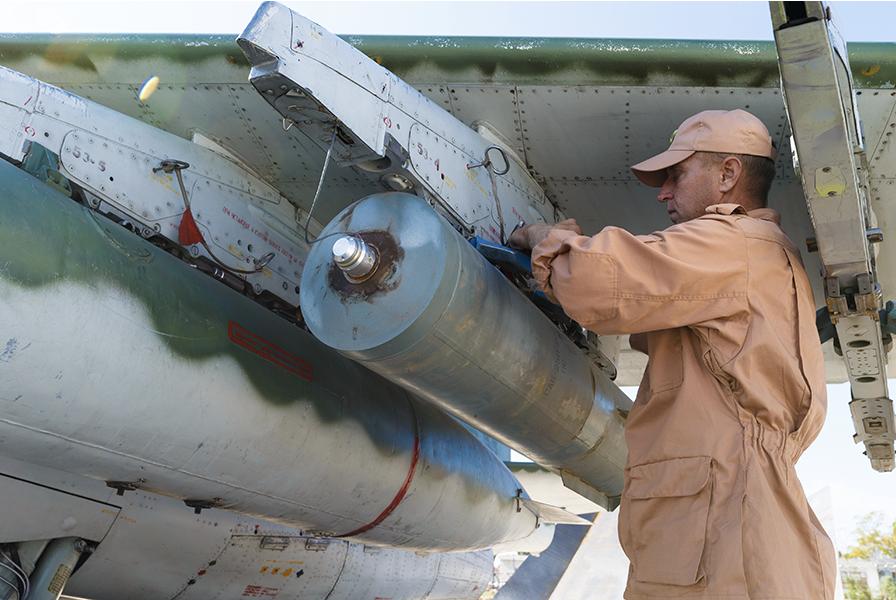 スホイ25とRBK-500クラスター爆弾