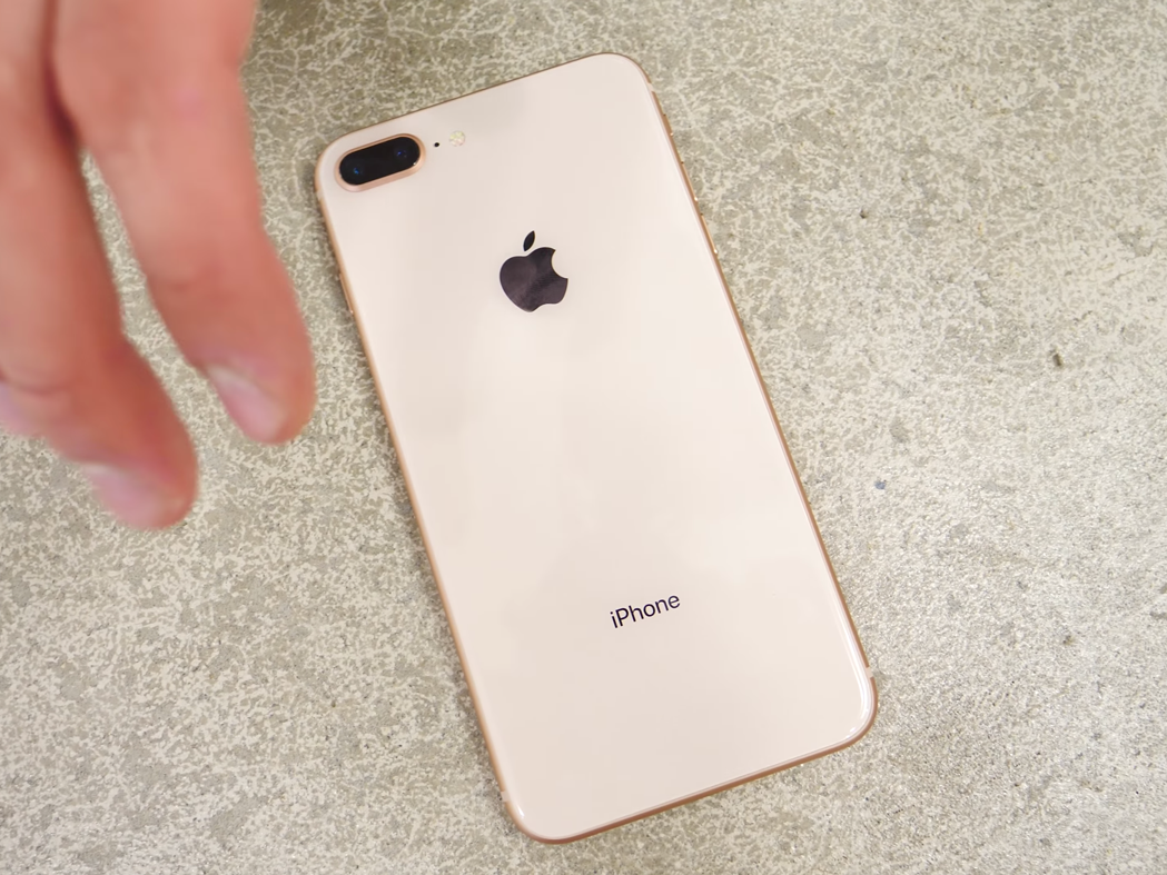 割れていないiPhone 8 Plusの背面