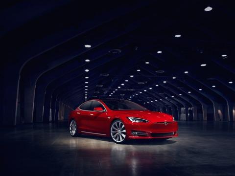 テスラ、自動車保険業界にも大変革