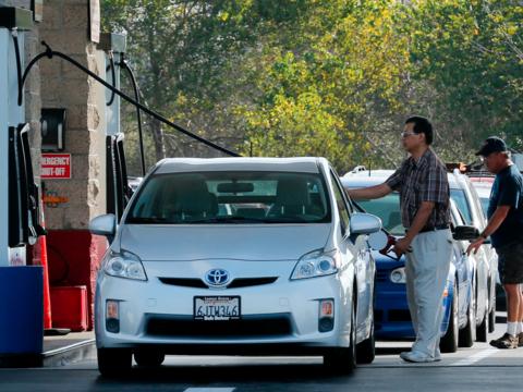2040年までにガソリン車を禁止する国は?