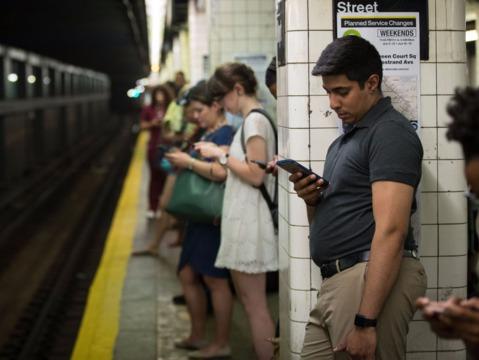 通勤時間が20分増えると危険な結果に —— その対処法とは?