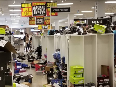 these-terrifying-photos-of-sears-clearance-sales-in-canada-show-the-devastating-impact-of-the-retail-apocalypse