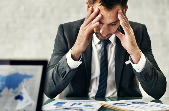 """働き方改革が管理職を疲弊させる、労務管理など負担増の""""三重苦"""""""