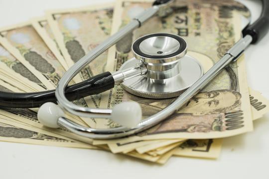がん保険には加入するべき?——備えは保険か貯蓄か、あなたはどちら派?