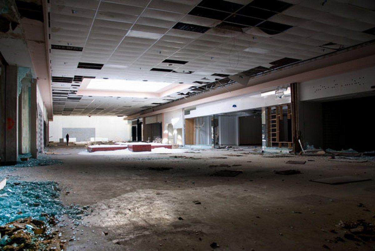 ローリング・エーカーズ・モールの内部