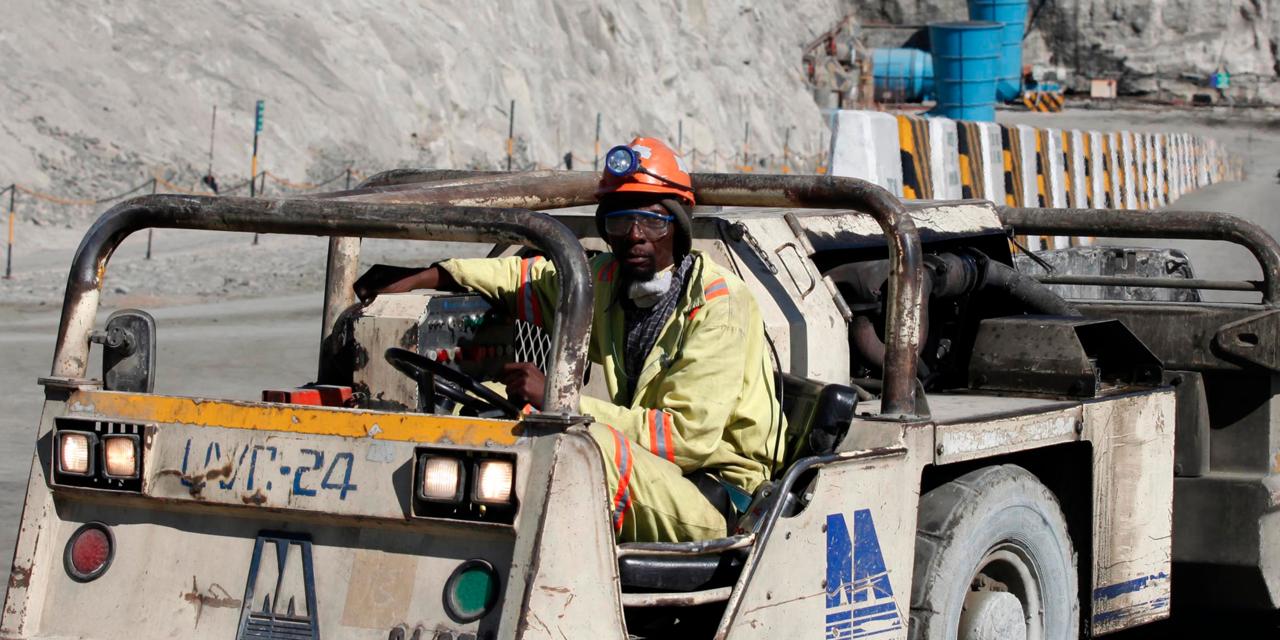 鉱山シャトルカー操縦士