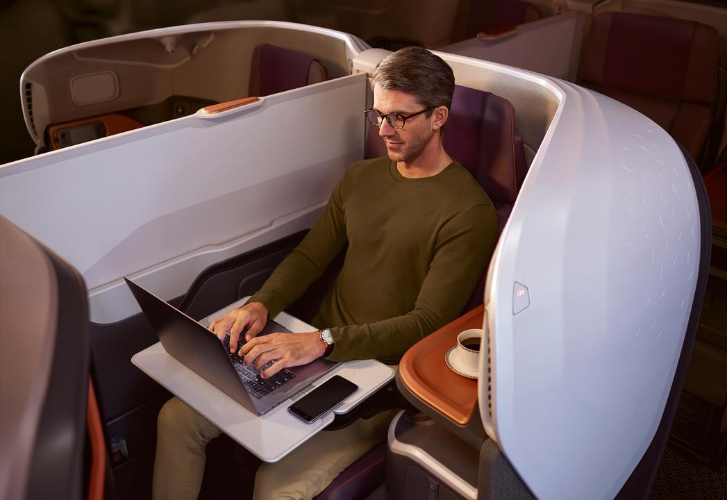ビジネスクラスシートでパソコン