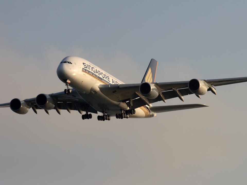 飛行中の Airbus A380