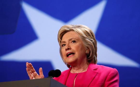 クリントン陣営の不正暴露本が発売——党の負債肩代わりする見返りにサンダース氏を不利に?
