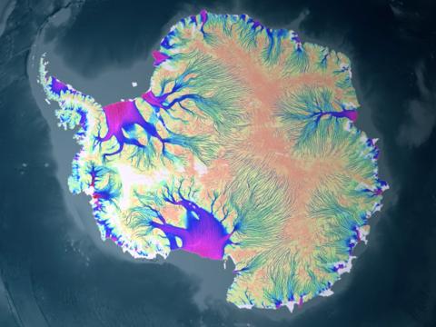 氷は下からも溶けていた? 南極大陸の地下に存在が指摘される「熱源」とは