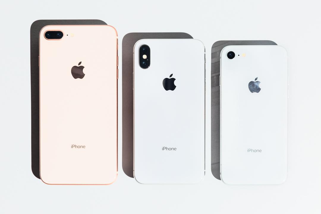 左からiPhone 8 Plus、iPhone X、iPhone 8