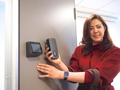 シャープ、メルカリらが支援、国内初のLTE内蔵スマートロック「TiNK」発売