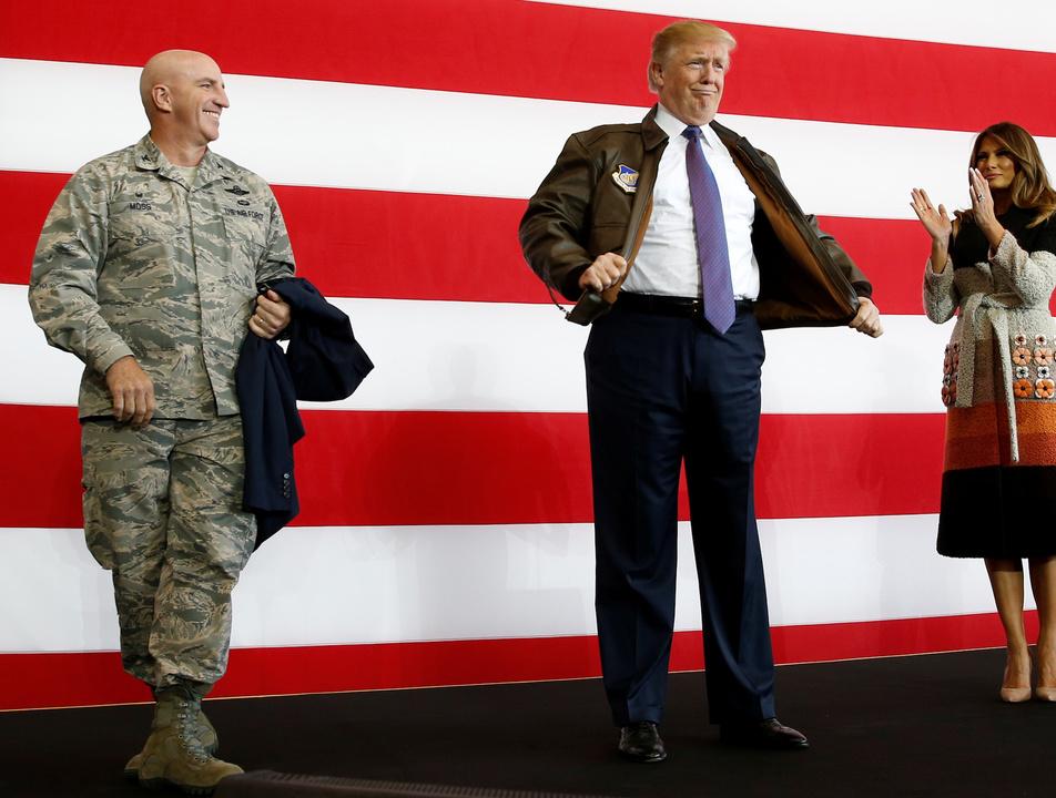 ボマージャケットを着たトランプ大統領