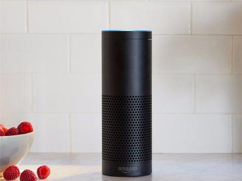 Amazon Echo、真夜中に大音量で鳴り出す —— オーナーは外出中で警察が出動