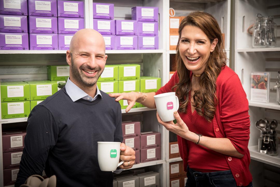ブランドレス(Brandless)の共同創業者、イド・レフラーとティナ・シャーキー。