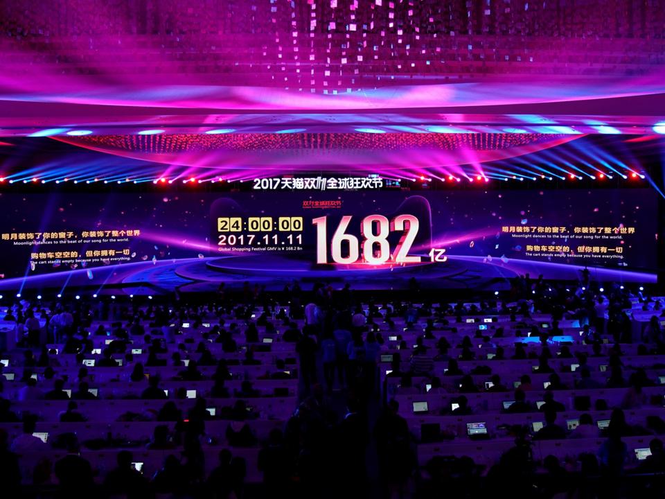 スクリーンには購入された商品の総額が表示された。