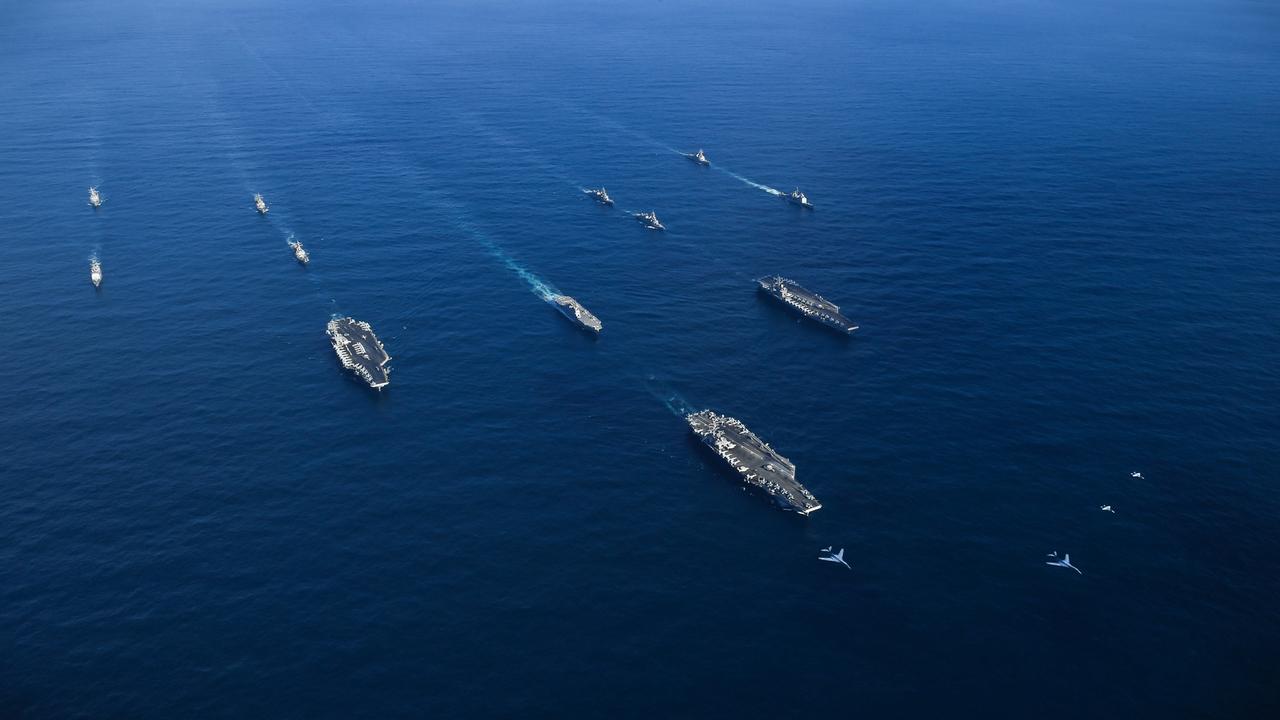 米空母と海自の護衛艦