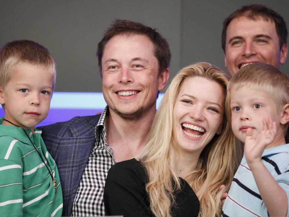 イーロン・マスクとジャスティンと2人の息子たち