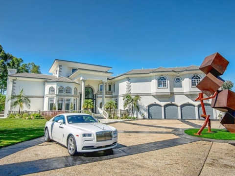 20歳のYouTubeスターが購入、約8億円の豪邸を拝見