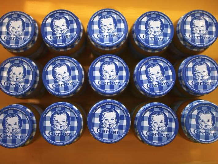 メキシコ・シティの小売店に陳列されたガーバーのベビーフードの瓶