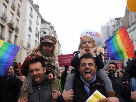パリのデモ