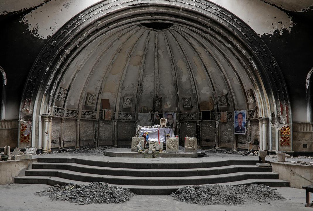 破壊された教会の祭壇