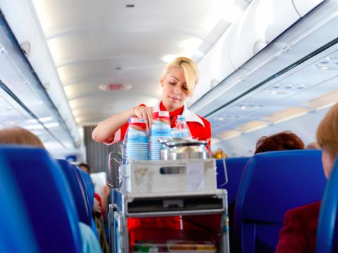 現役の客室乗務員が明かす、乗客にやめてもらいたい25の行動