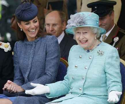 キャサリン妃と女王エリザベス2世
