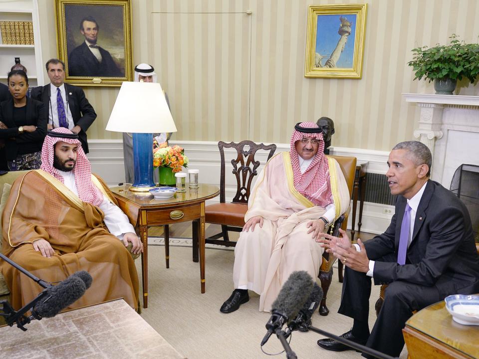取材陣の前で語り合うオバマ大統領とムハンマド皇太子