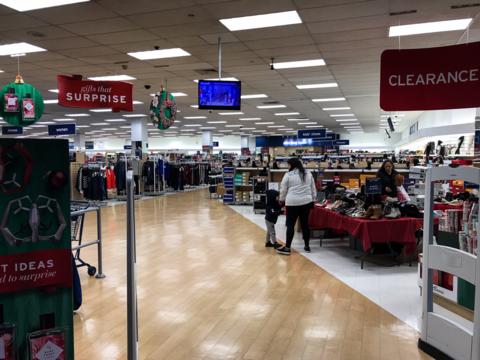 店頭から消えた長蛇の列 —— それでもアメリカのクリスマス商戦は順調?