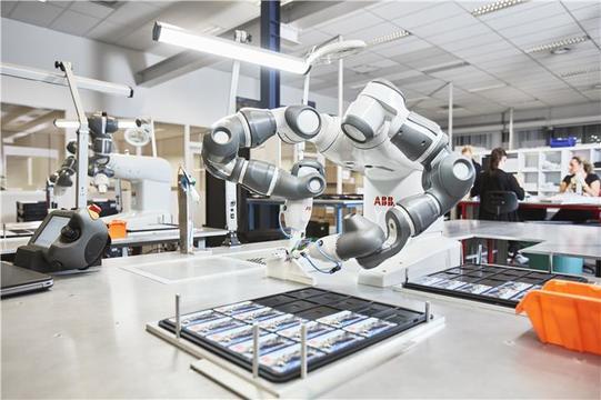 スイスのABBが川崎重工とタッグを組む —— 人と協働するロボットで世界を攻める