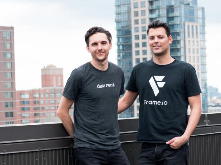 フレーム・ドット・io(Frame.io)の共同創業者、ジョン・トレバー(John Traver)氏(左)とエメリー・ウェルズ(Emery Wells)氏