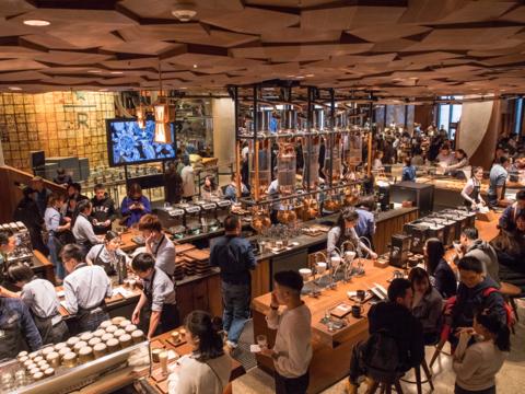 日本上陸は2019年! スタバが上海にオープンした高級店「ロースタリー」をのぞいてみた