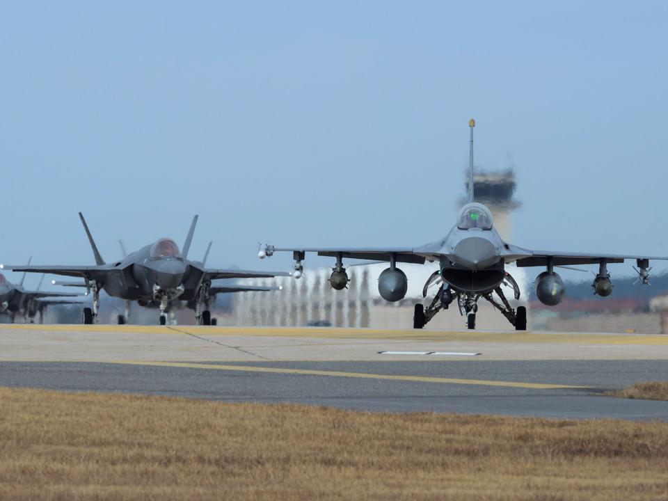 F-16とF-35A