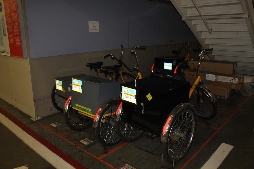 工場の三輪車