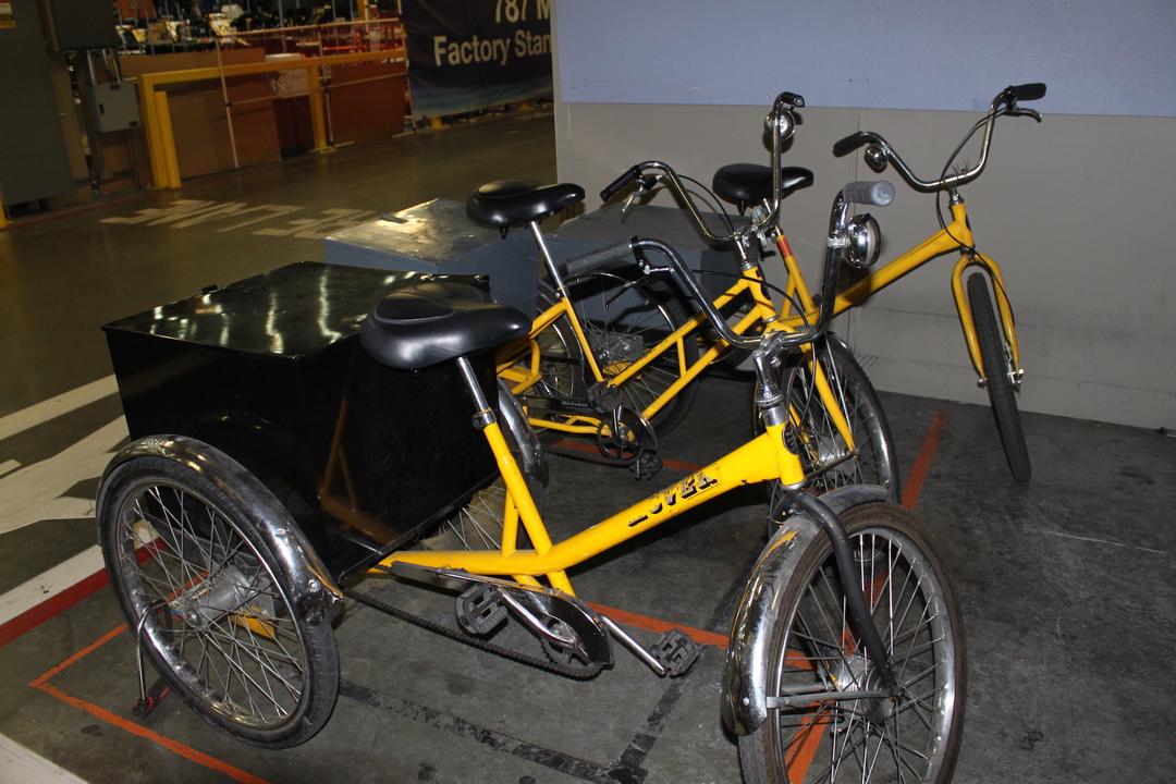 工場内で移動するための3輪車