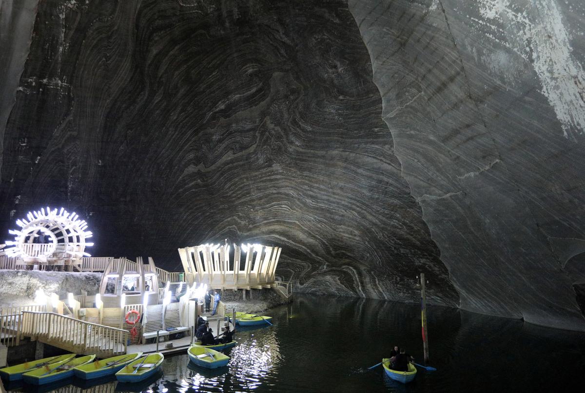 ルーマニアの岩塩坑サリーナ・トゥルダの内部
