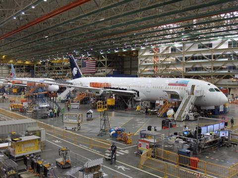 ボーイングの世界最大級の工場、787ドリームライナーがあちこちに!
