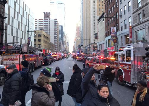 ニューヨークも例外ではない。通勤時間帯の駅構内で爆弾テロ