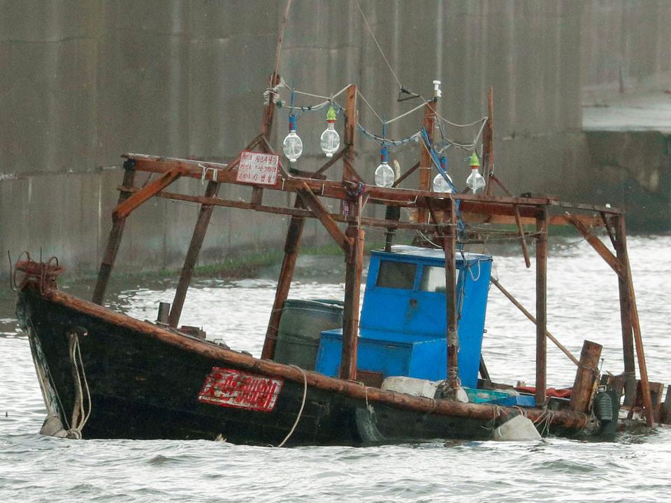 沈みかけた船