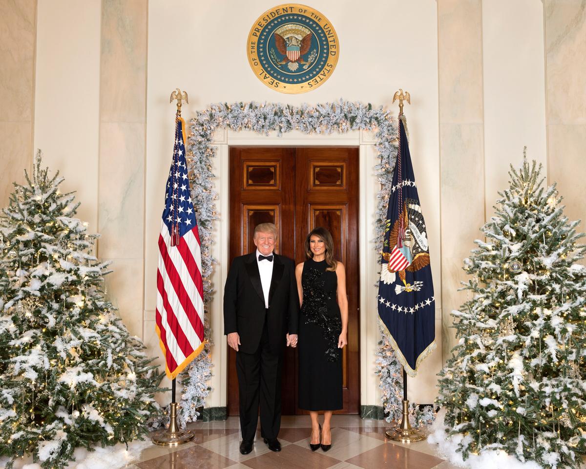 トランプ大統領の2017年クリスマスの公式ポートレート。