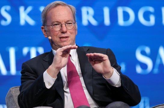 エリック・シュミット会長退任へ —— グーグルの親会社「アルファベット」の取り組みを再確認