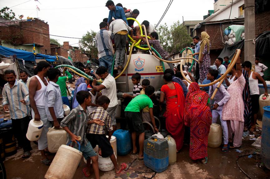 水を求める人々