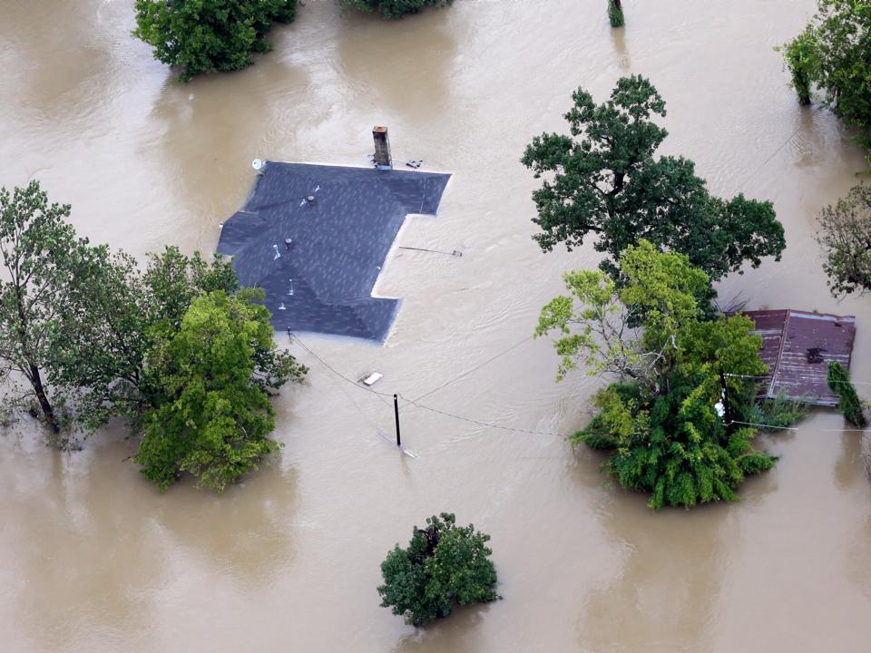 ハリケーン「ハービー」による洪水で水没した住宅。