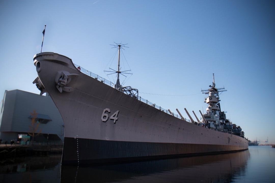 最初の就役は1944年、全長は887フィート(約270m)。