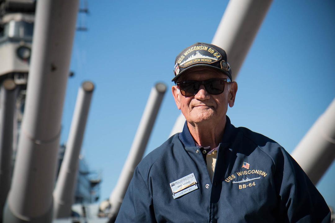 1950年代にウィスコンシンに搭乗していた退役軍人。ボランティアでガイドをしている。